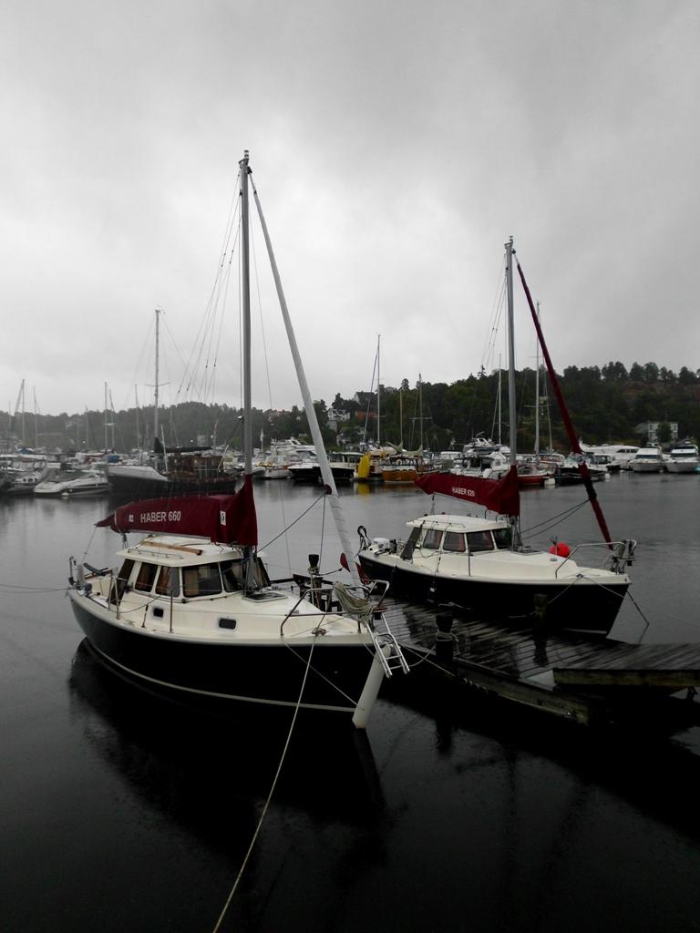 HABER 660 och HABER 620 vid bryggan i SaltsjöDuvnäs